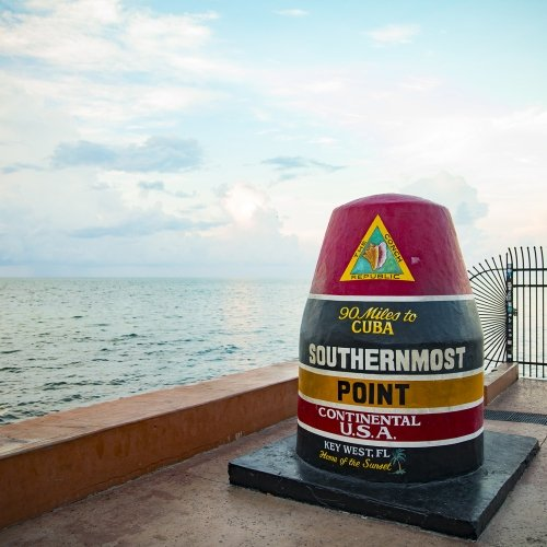 Red, navy, and orange striped Southernmost 90 Miles to Cuba statue.